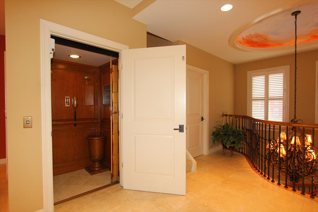 Elevator for 204 Robson Ln Bellevue, KY 41073