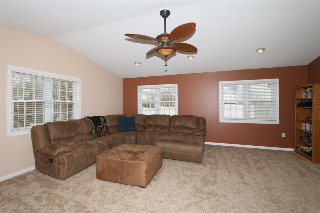Living Room for 441 Sunset Ave Erlanger, KY 41018