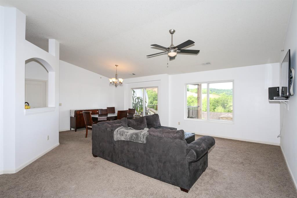 Living Room for 2349 Rolling Hills Dr Covington, KY 41071