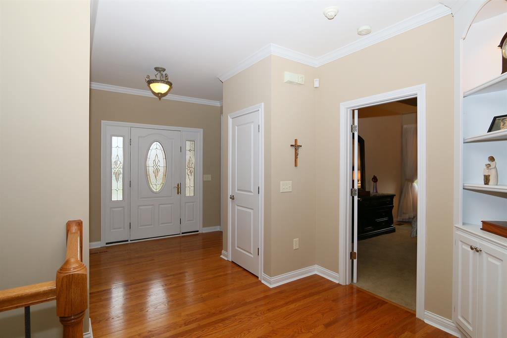 Foyer for 10080 Barronne St Union, KY 41091