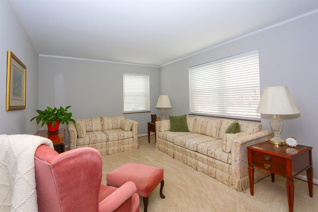 Living Room for 7818 Locust Ln Madeira, OH 45243