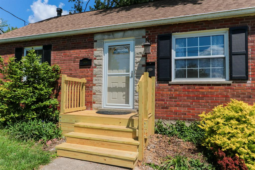 Entrance for 4480 Victor Ave Blue Ash, OH 45242