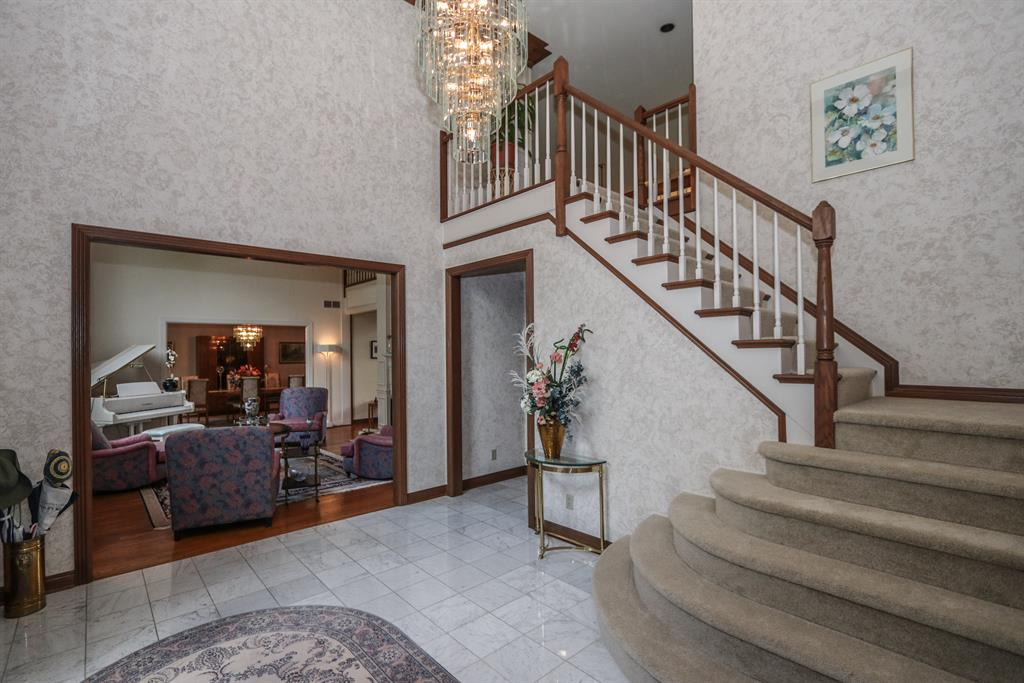 Foyer for 251 Sunny Acres Dr Anderson Twp., OH 45255