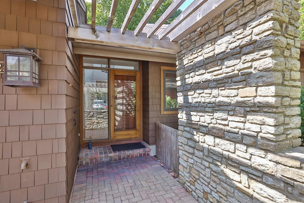 Entrance for 25 Spring Hill Drive Mariemont, OH 45227