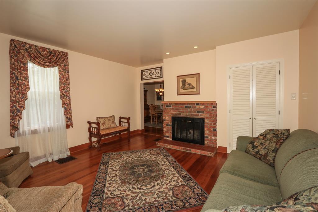 Living Room for 1111 Alexandria Pike Fort Thomas, KY 41075