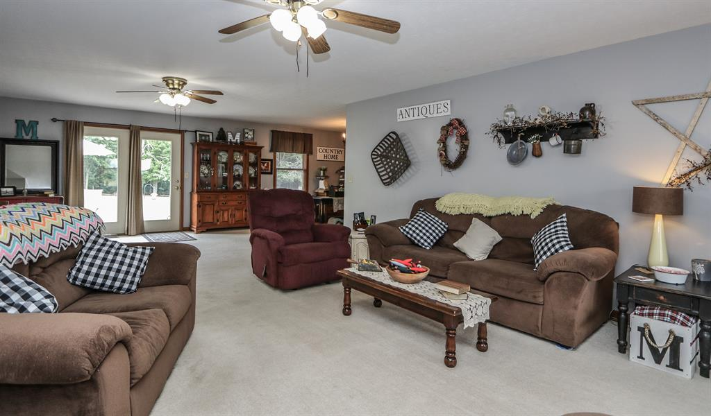 Living Room for 405 Oakland Meadows Blvd Chester Twp, OH 45177