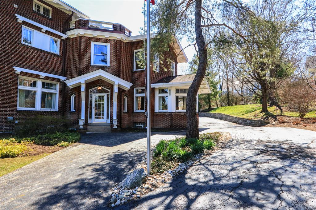Entrance for 2561 Observatory Ave Hyde Park, OH 45208