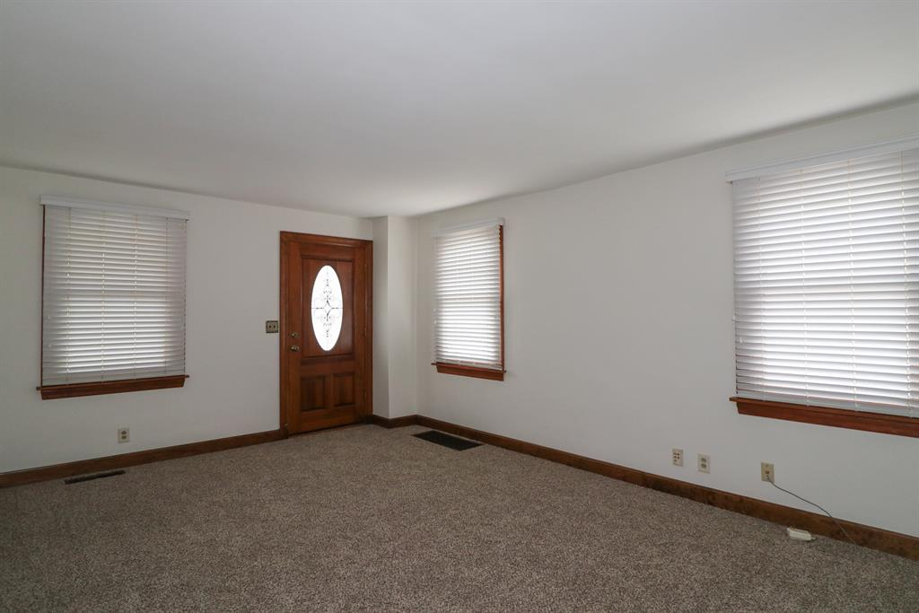 Living Room image 2 for 543 Laurel St Ludlow, KY 41016