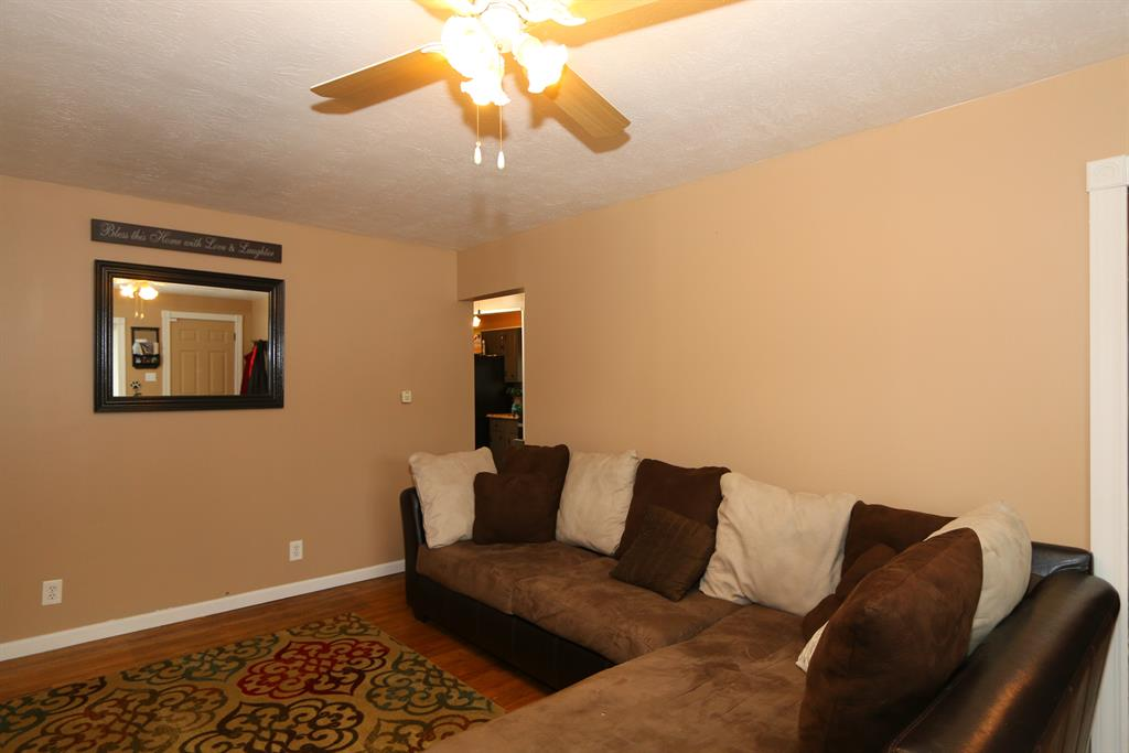 Living Room for 13 W 33rd St Covington, KY 41015