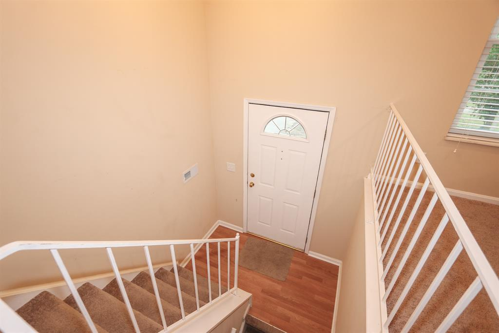 Foyer for 404 Westgate Dr Cleves, OH 45002