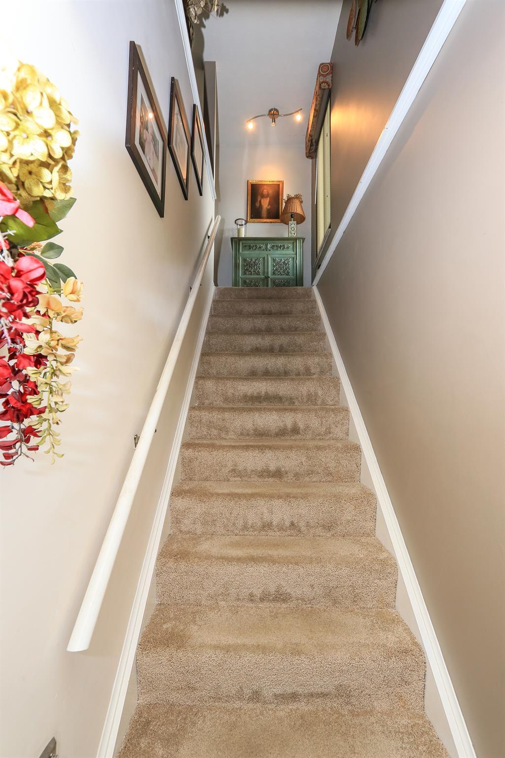 Foyer for 2846 Dry Ridge Ct Villa Hills, KY 41017