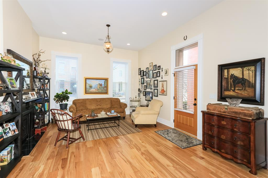 Living Room for 842 Overton St Newport, KY 41071