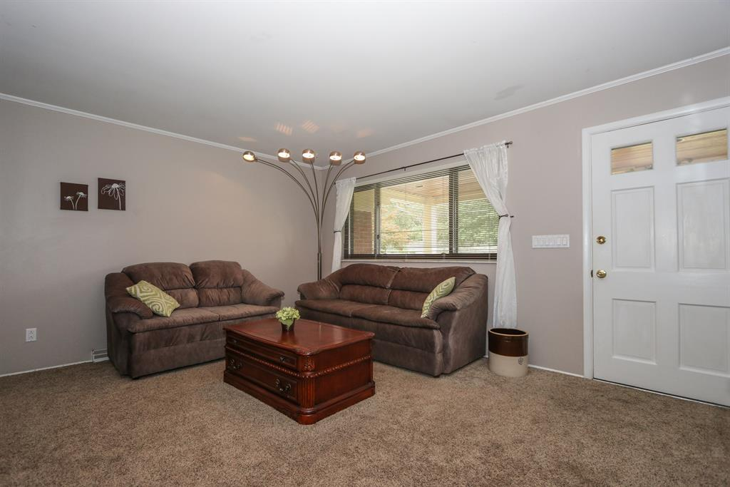Living Room for 1090 Pinehollow Ln Finneytown, OH 45231