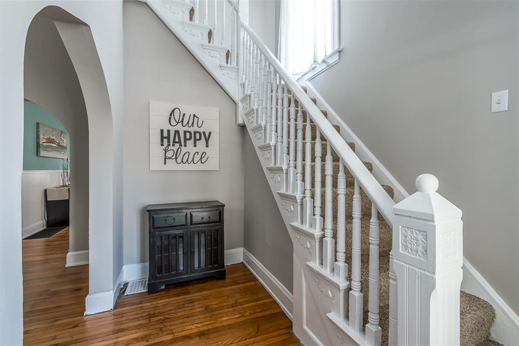 Foyer for 302 Taylor Ave Bellevue, KY 41073