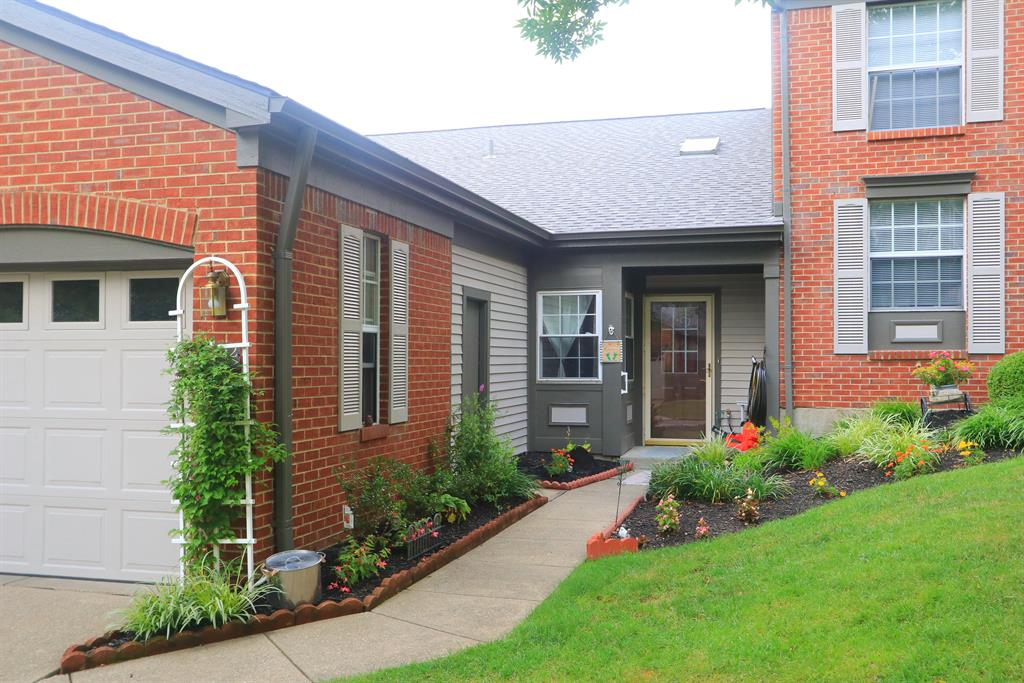 Entrance for 7112 Sweetwater Dr Florence, KY 41042