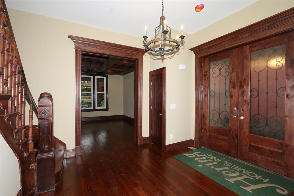 Foyer for 530 E 4th St Newport, KY 41071