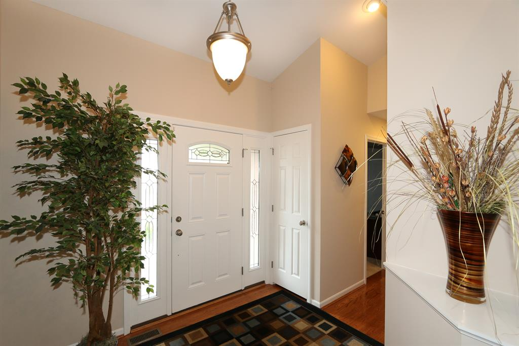 Foyer for 10639 Pepperwood Dr Independence, KY 41051