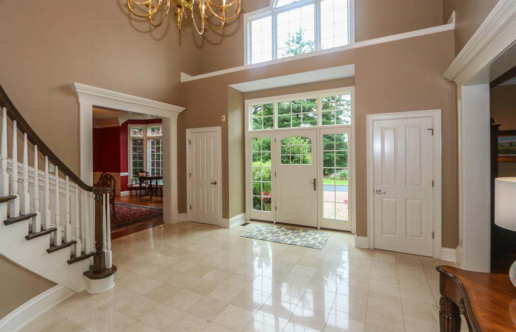 Foyer for 8375 Carolines Trl Indian Hill, OH 45242