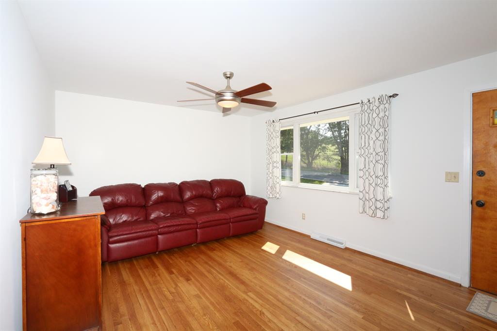 Living Room for 8282 Riley Rd Alexandria, KY 41001