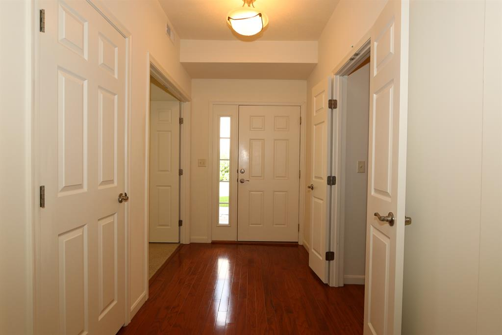 Foyer for 880 Flint Rdg Cold Spring, KY 41076