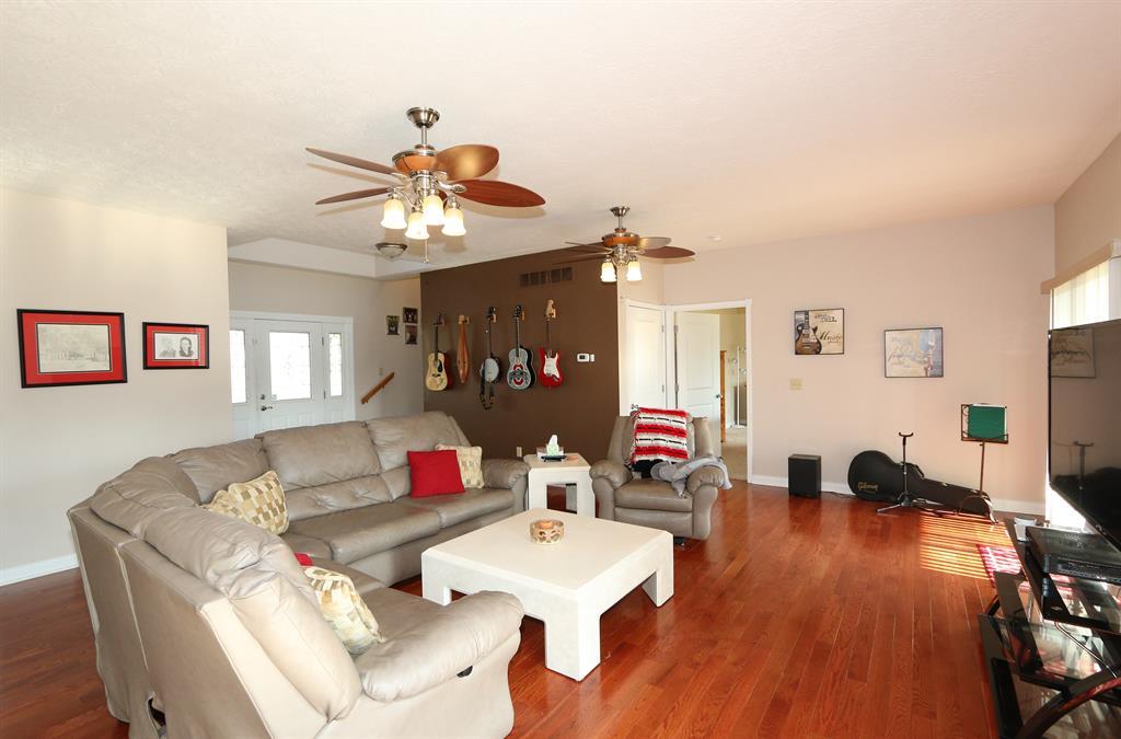 Living Room image 2 for 1054 Brunswick Dr Lake Lorelei, OH 45118