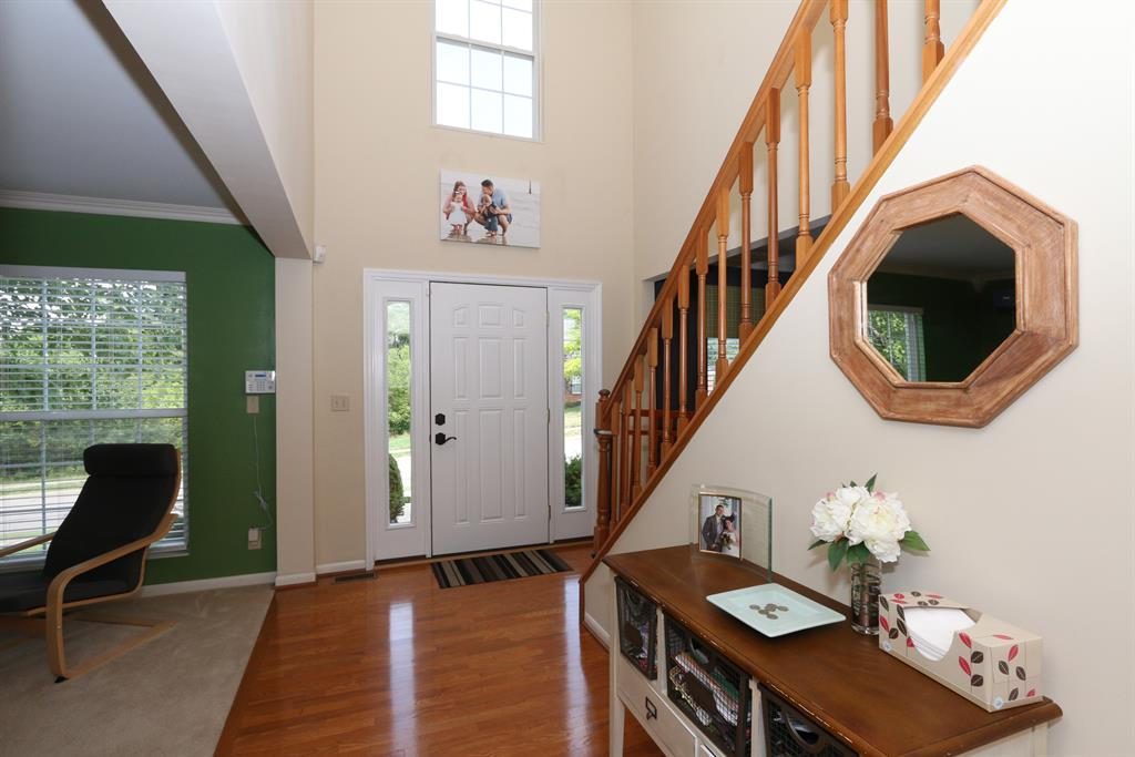 Foyer for 681 Meadow Wood Dr Crescent Springs, KY 41017